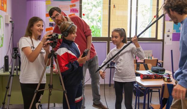 Lacoofi, Yudi Acosta con Silvia Zurro y Adassa Santana junto a Julia María Martín, seleccionados para 'Un/a artista viene a vernos'