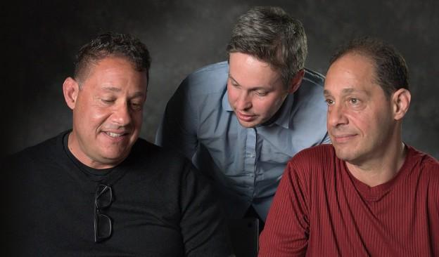 'Tres idénticos desconocidos'