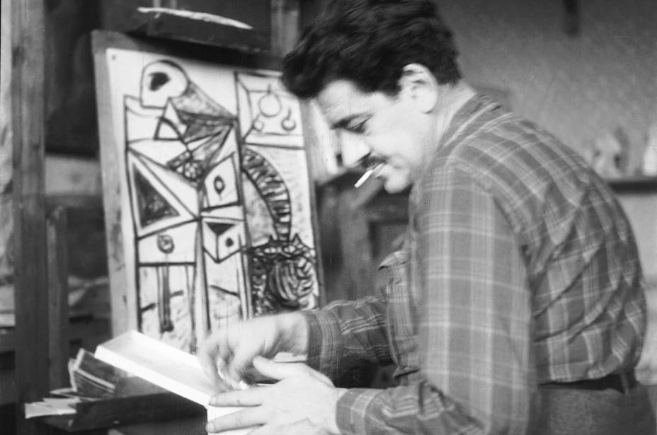 Óscar Domínguez en el estudio de Jara Solç, 1947