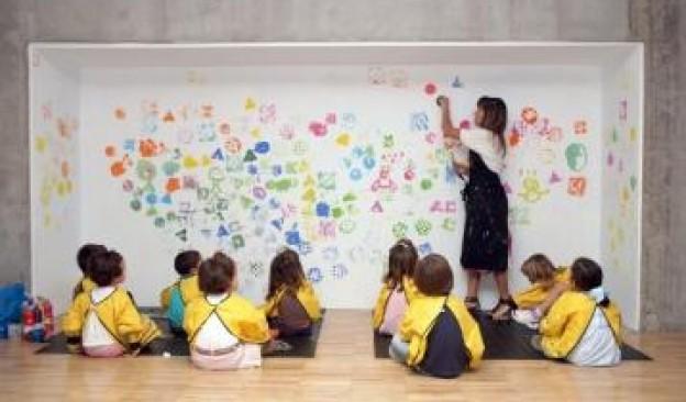 Los 'Talleres de Navidad' de TEA enseñan a los niños de 4 a 9 años a crear árboles y adornos personalizados