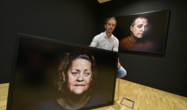 Rubén Plasencia mantendrá un encuentro con el público en Espacio TEA Candelaria donde exhibe la exposición 'Obscure'