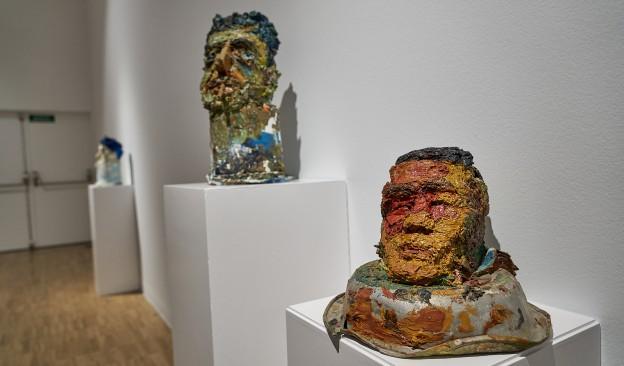 TEA organiza una visita guiada  a la exposición 'Odio sobre lienzo' con motivo de su clausura