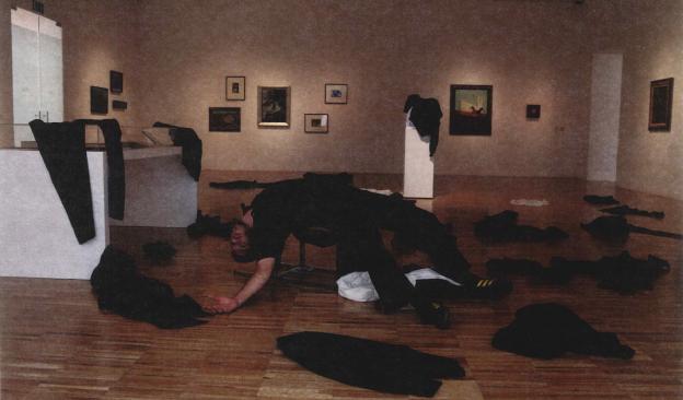 El artista Richard Mascherin presenta en TEA su nueva performance, 'Caer, caer, caer'