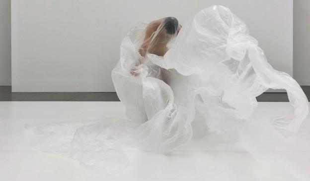 El artista Javier Arozena presenta en TEA Tenerife dentro de 'La Cresta' una acción titulada 'Zeitgeist'