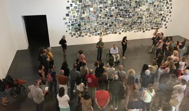 TEA oferta una visita guiada a la exposición de Gonzalo González, 'Estar aquí es todo'