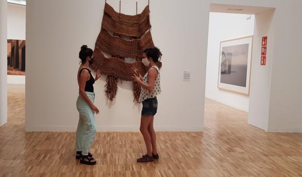 Acerina Amador y Carlota Mantecón conversan en TEA Tenerife 'ante y entre' la obra de Aurèlia Muñoz